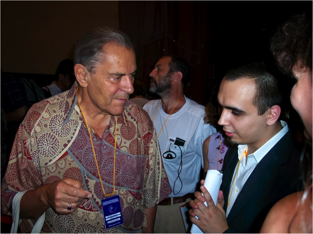 Eugene Pustoshkin speaks to Stan Grof at the International Transpersonal Conference (Moscow, 2010)