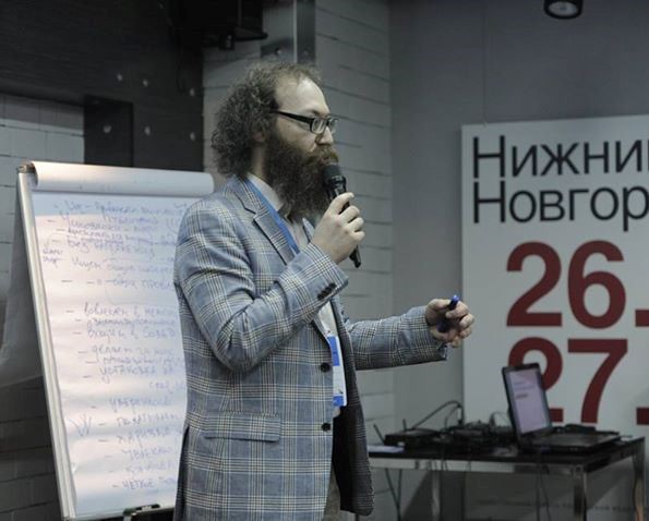 Lev Gordon, facilitating a workshop on the basics of interaction with government at the Community Forum in Nizhniy Novgorod (March 2015).